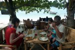Enjoying a quick Thai lunch on Koh Li Pe (Wedekind Maria)