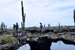 40_Walking_around_lava_bridges_at_Los_Tuneles_(Pahoehoe_Gabriel)